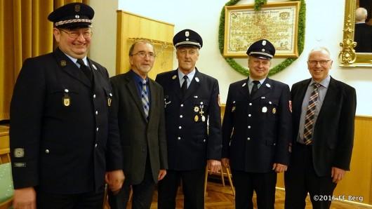 JHV 2015 Gruppenbild der Geehrten im Feuerwehrverein